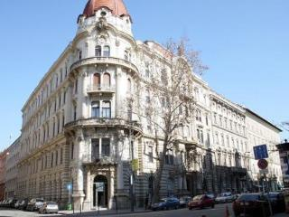 Alkotmany Street Apartment
