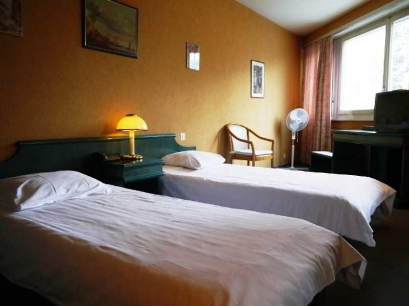 Hotel 33, Avenue Louis Casai,82