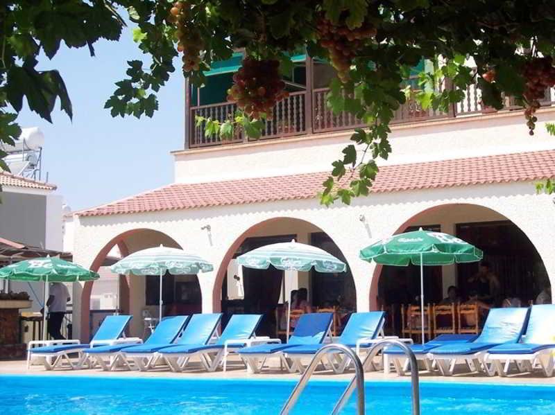 Chrysland Hotel, 82 Tefkros Anthias Str,