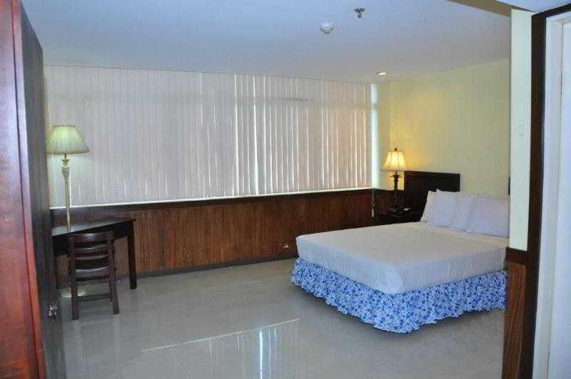 ALU Hotel Davao - Zimmer