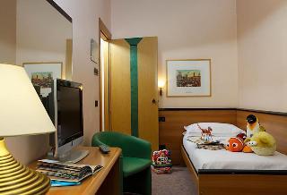 Hotel Carlton, Largo Porta Altinia,15