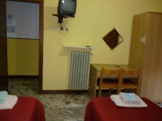 Hotel San Giovanni, Via F. Reina 18,