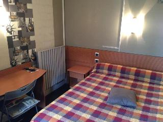 Hotel Le Parisien, 3 Rue Perin,