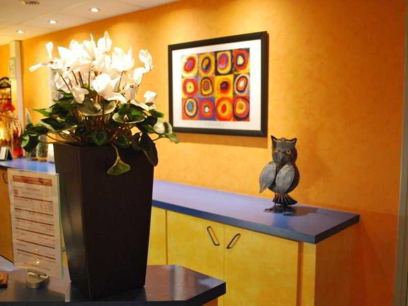 Hotel Tambourin, 1 Rue Auguste Choisy,