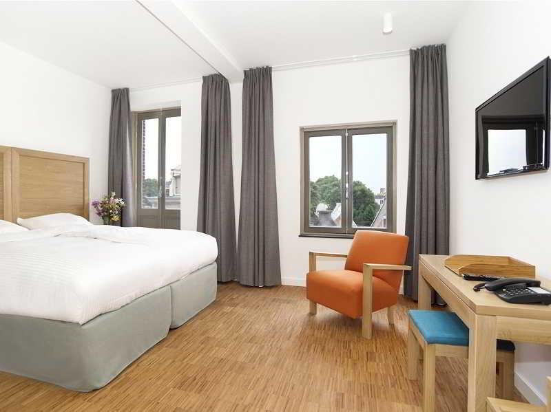 Art Hotel Dulac, Haarlemmerstraat 120,