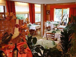 Hotel Waldhaus & Huldi, Dorfostrasse 7788,