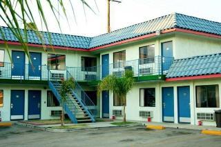 Tiffany Inn Corona, 13689 Magnolia Avenue,