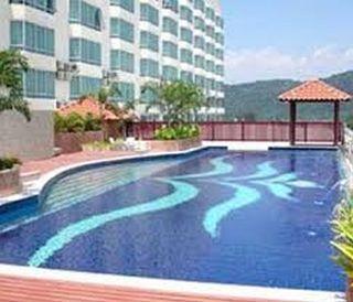 The Krystal Suites Service Apartment - Pool
