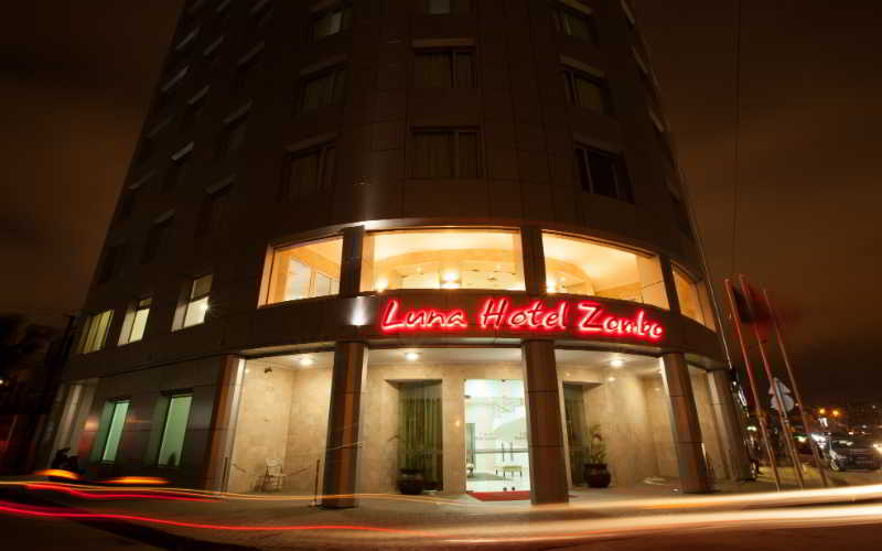 Luna Hotel Zombo - Diele