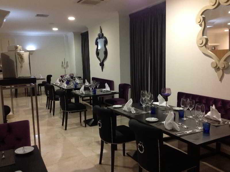 Luna Hotel Zombo - Restaurant