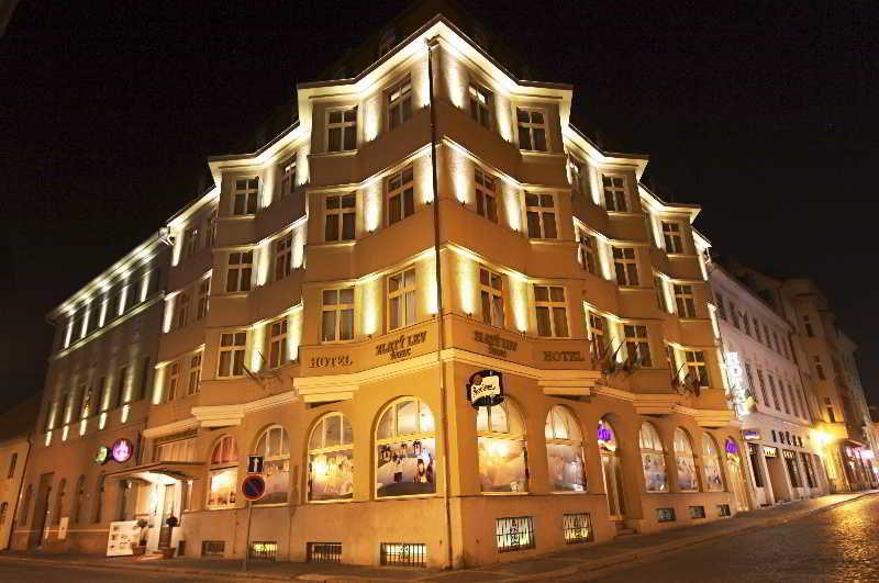 Hotel Zlaty Lev Zatec, Obloukova 228,