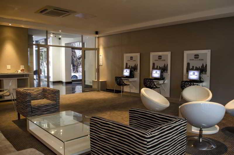 Icon Luxury Apartments - Diele