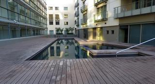 Icon Luxury Apartments - Pool