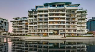 Canal Quays Luxury Apartments - Diele