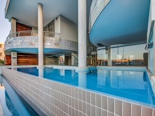 Canal Quays Luxury Apartments - Pool