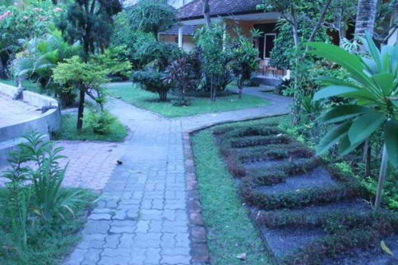 The Queen Hotels, Jl. Yos Sudarso No 4 Denpasar,