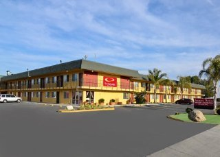 Econo Lodge Inn & Suites I - 5 At Rt. 58
