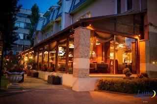 Luna Hotel, Petru Movila Street,4