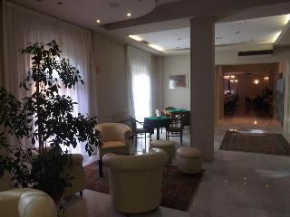 Piccadilly, Via Trento 10,