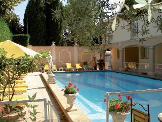 INTER-HOTEL Arles Mireille, 2, Place Saint Pierre Trinquetaille,2