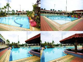Tanjong Puteri Golf Resort - Pool