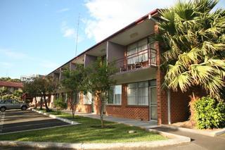 Flinders Motel, 19 Flinders Street,