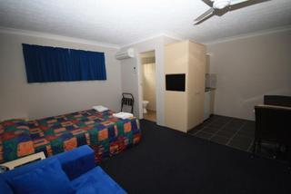 Park Beach Resort Motel, 111 Park Beach Rd,111