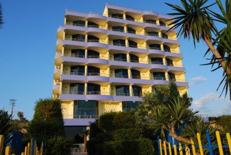 Bahamas Hotel, Turizem-kanali Cukes,