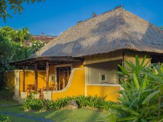 Rumah Bali Bed And Breakfast, Jl Pratama Tanjung Benoa…