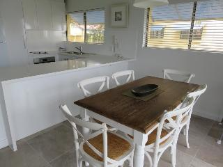 Sunseeker Holiday Apartments, 1 Ross Crescentsunshine Beach,