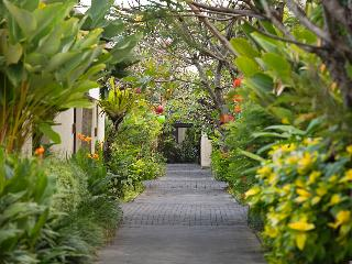 Berry Amour Villas, Jl. Batu Belig Kerobokan,