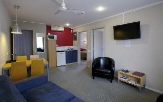 Landmark Manor Motel, 72 Leach Streetcentral,
