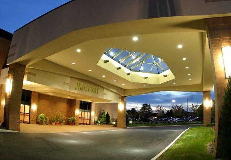 Columbus Airport Marriott, 1375 N Cassady Avenue,1375