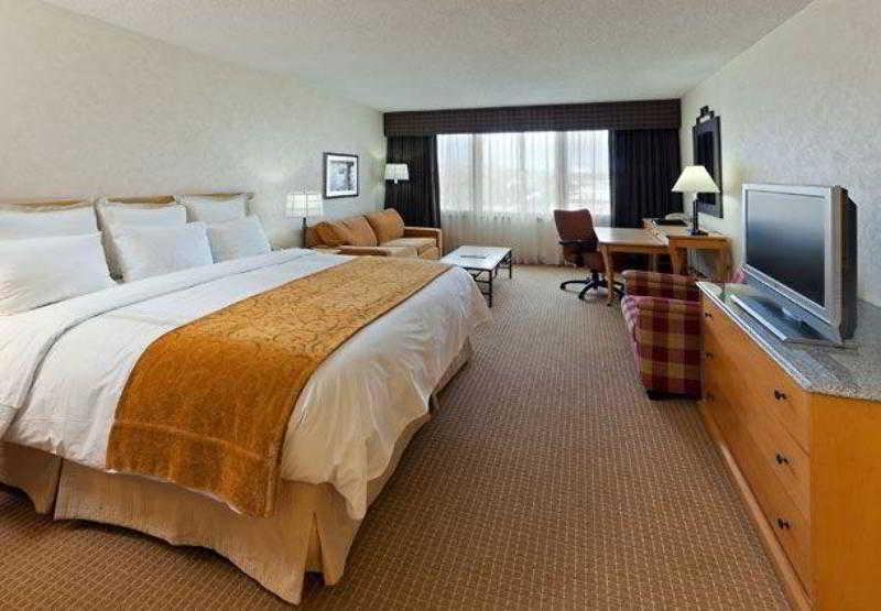 Boulder Marriott, 2660 Canyon Boulevard,