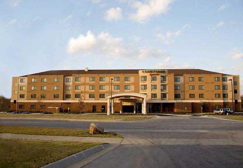 Courtyard Fayetteville, 600 East Van Asche Drive,