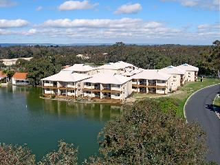 Lakeside Holiday Apartments, 1 Lakes Crescent,