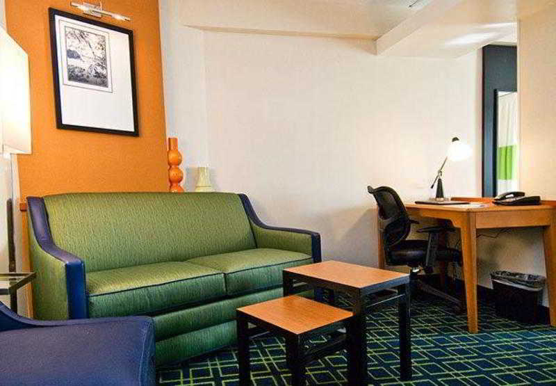 Fairfield Inn & Suites…, 400 New Britain Avenue,