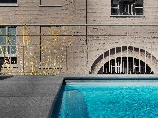 Harmony - Pool