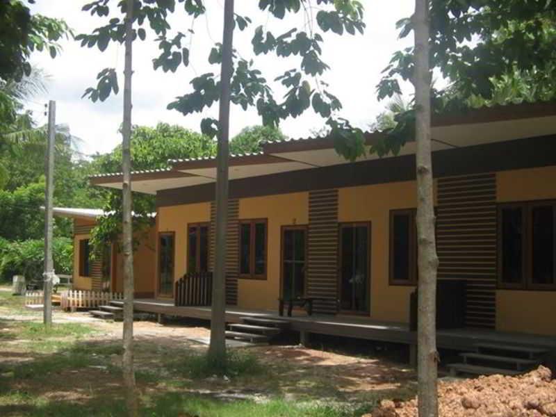 Banrai Jomthong Resort, 99 Moo 8 Dankhuntod-chaibadarn…