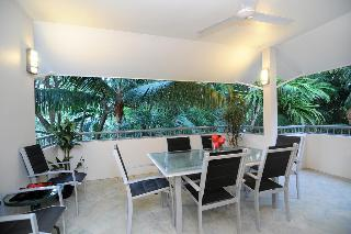 Oasis Palm Cove, Mcdonald Close,