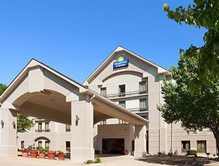 Days Inn and Suites Cedar Rapids