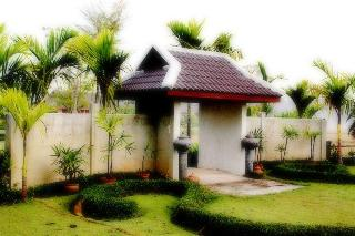 Ban Chomna Resort, .,