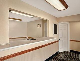 Howard Johnson Express Inn - Sandusky Amusement Pa
