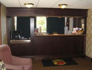Super 8 Motel - Erie/i 90