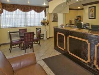 Super 8 Motel - Fresno Convention Centre Area