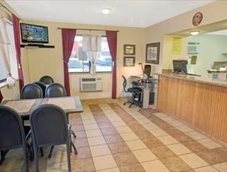 Super 8 Motel - Spring Lake/ Fort Bragg
