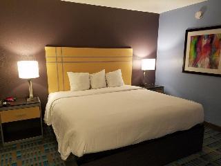 Fifth Season Inn & Suites, W Interstate 40 ,6801