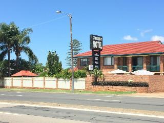 Crescent Motel, Crescent Avenue ,4