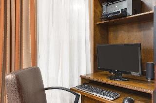Country Inn & Suites…, Soncy Road,2000