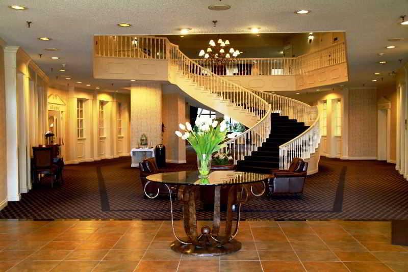Radisson Colonial Hotel